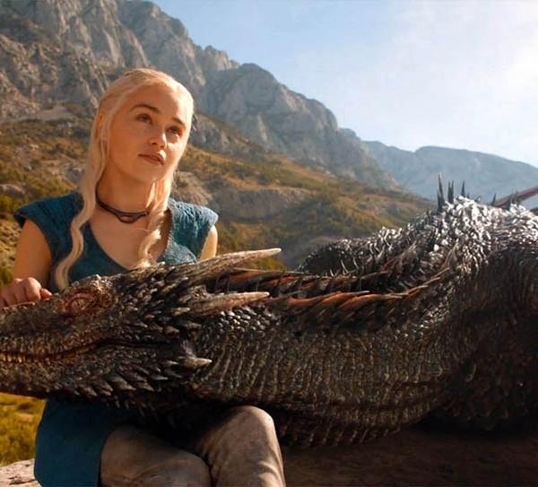 daenerys-targaryen-with-her-dragon-game-of-thrones-wallpaper-5931